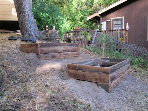 Raised Garden Bed via www.simplymrsedwards.wordpress.com